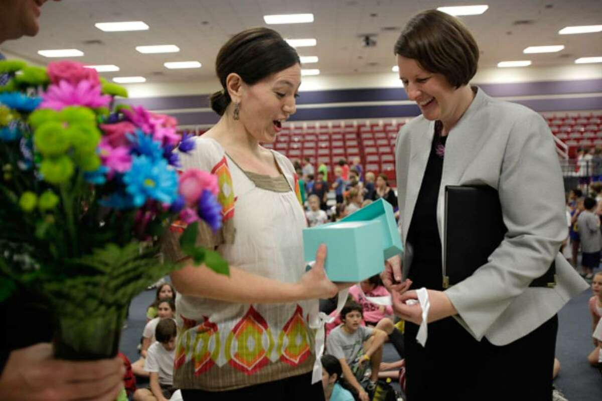 Woodridge Elementary School's Roxanna Montes-Bazaldúa opens the Tiffany's box.