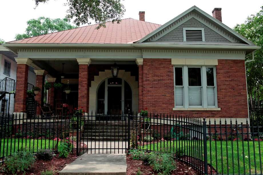 NEWSKatie and David Evans? early-1900s home in Mahncke Park was built to last. The walls have three layers ? concrete, cinder block and brick ? and it also has a basement that provides plenty of storage space.