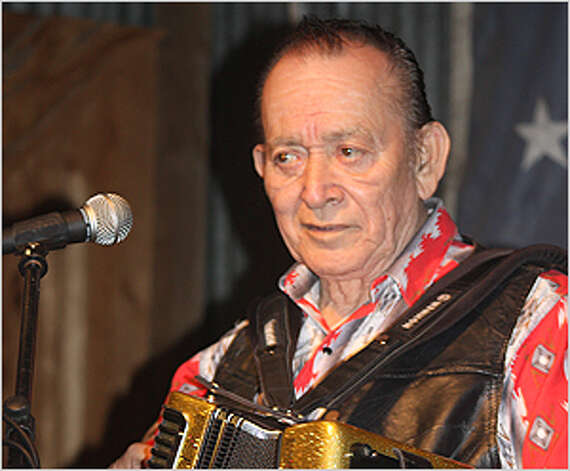 Flaco Jimenez says he will mix it up during his performance Saturday night at the Tejano Conjunto Festival at Rosedale Park.