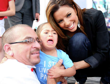 Albert Gallegos and his daughter Zariah Gallegos, 3, pose for a photo with Eva Longoria Parker. / © 2010 SAN ANTONIO EXPRESS-NEWS