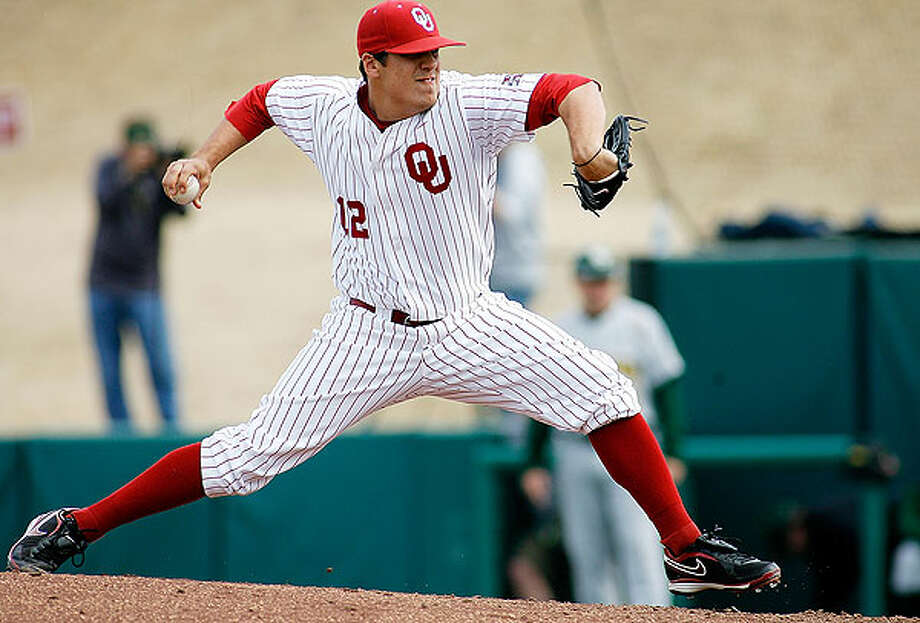 Former New Braunfels High School star Jeremy Erben pitches for Oklahoma against Baylor during a 7-6 Sooners victory. / ©Ty Russell