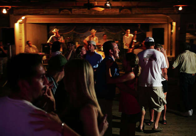 Dancers fill the floor as Two Tons of Steel perform at Gruene Hall May 31, 2005.  / SAN ANTONIO EXPRESS NEWS