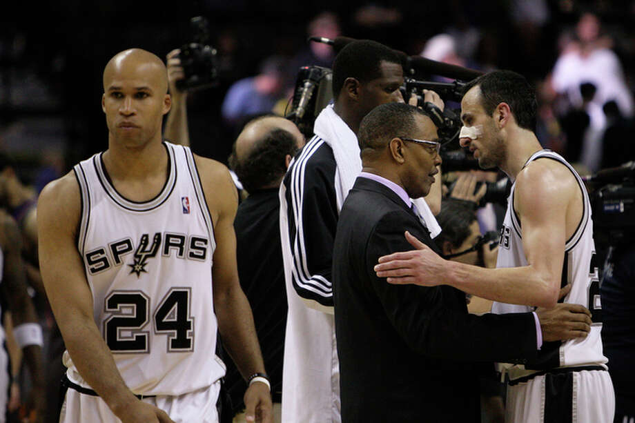 San Antonio Spurs Manu Ginobili congratulates Phoenix Suns Head Coach Alvin Gentry as Richard Jefferson walks off the court after getting swept in the Western Conference Semifinals. / glara@express-news.net