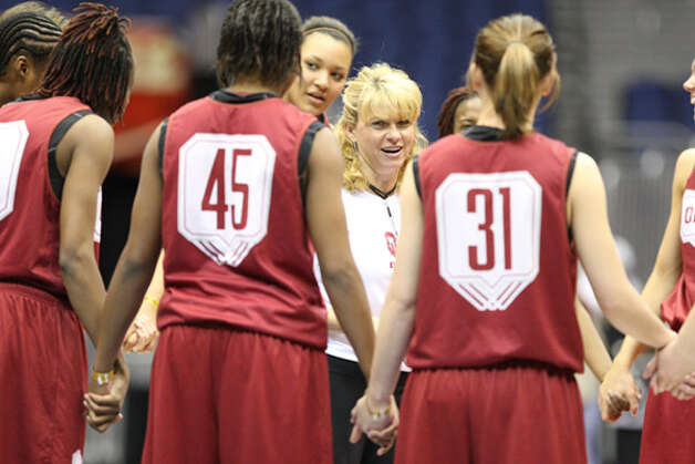Oklahoma coach Sherri Coale talks to her team during preparations for today?s game against Stanford.