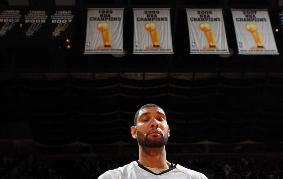 Spurs' Tim Duncan stands during the national anthem. / © 2010 SAN ANTONIO EXPRESS-NEWS