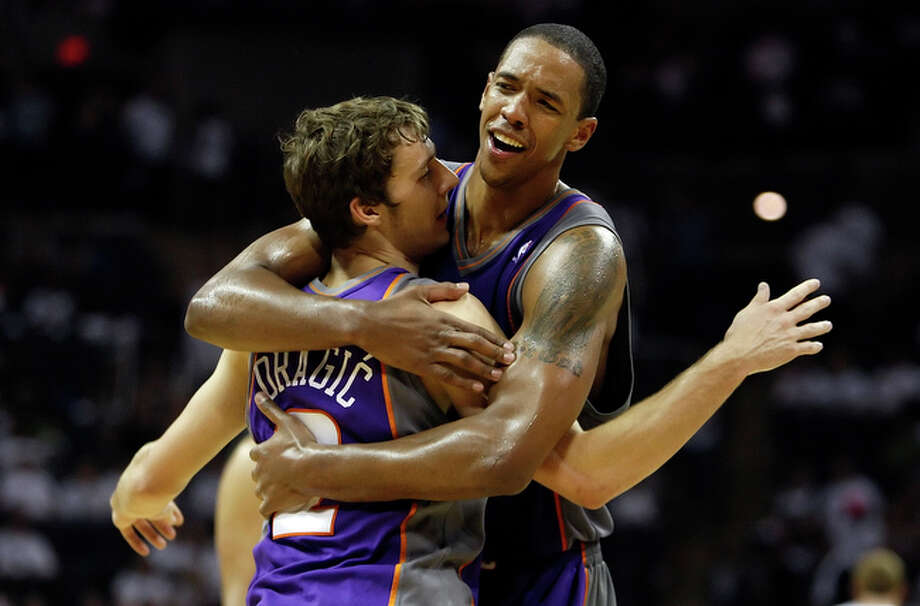 Phoenix Suns' Channing Frye (right) hugs teammate Goran Dragic after the Suns defeated the Spurs 110-96 in Game 3 of the Western Conference semifinals at the AT&T Center on Thursday, May 7, 2010. Dragic was instrumental in the defeat. / San Antonio Express-News