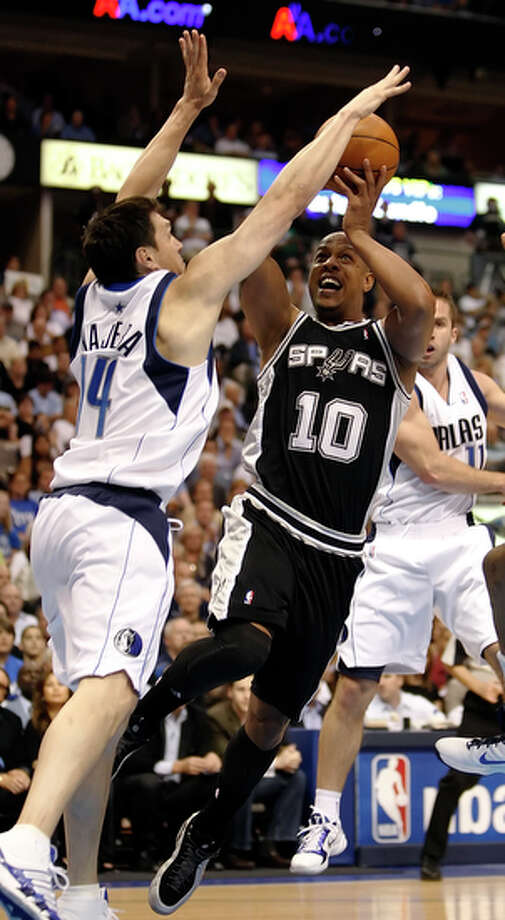 Keith Bogans,guard-forward, played for Spurs 2009-10; averaged 4.4 points, 1.2 assists, 2.2 rebounds.  Now with Celtics, averaging 2.0 points, 0.5 assists, 0.5 rebounds in 2014. / San Antonio Express-News