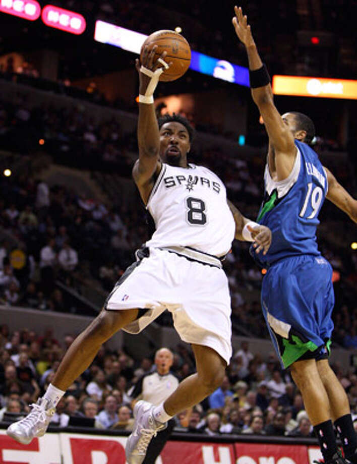 Spurs guard Roger Mason Jr., scoring on Minnesota's Wayne Ellington on Monday, had a key assist in last season's finale.