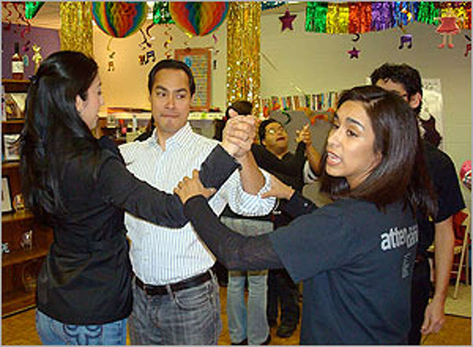 Dance instructor Adriana Araujo (right) teaches some steps to Mayor Julián Castro and his wife, Erica.