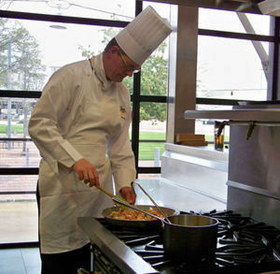 Chef hinnerk von bargen shows how to make paella