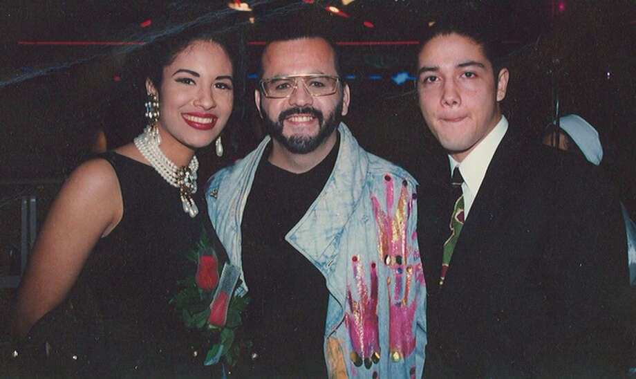 Selena Quintanilla and her husband, Chris Perez, pose with a fan.