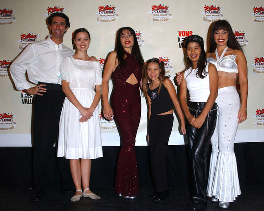 "Cast members from the musical play ""Selena Forever"" pose at the 3rd Annual Ritmo Latino Music Awards, ""El Premio De La Gente"" October 18, 2001 in Los Angeles, CA. / Getty Images North America"