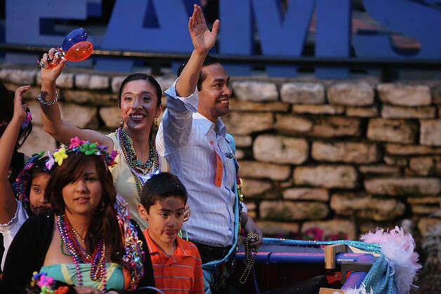 Mayor-elect Juli?n Castro and his wife, Erica Lira Castro, wave to spectators as they float by on the San Antonio River.