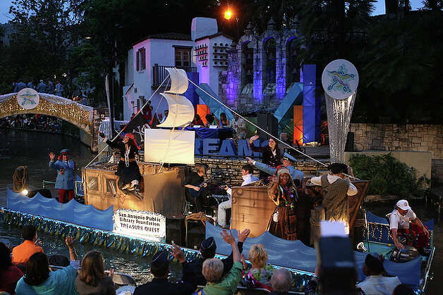 San Antonio Library Foundation's Treasure Quest float.
