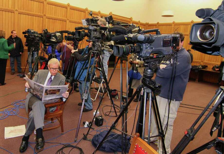 News 8 Chief Capitol Correspondent Mark Davis reads a newspaper while waiting for a press conference to begin at the Capitol Builing in downtown Hartford, Conn. on Thursday November 04, 2010. The media were waiting for Secretary of State Susan Bysiewicz to give press conference about the election results in the race for governor. Photo: Christian Abraham / Connecticut Post