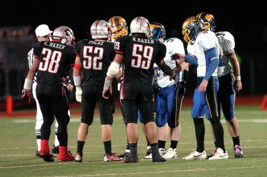 Brookfield vs. Pomperaug football game at Southbury High School Nov. 5, 2010. Photo: Chris Ware / The News-Times
