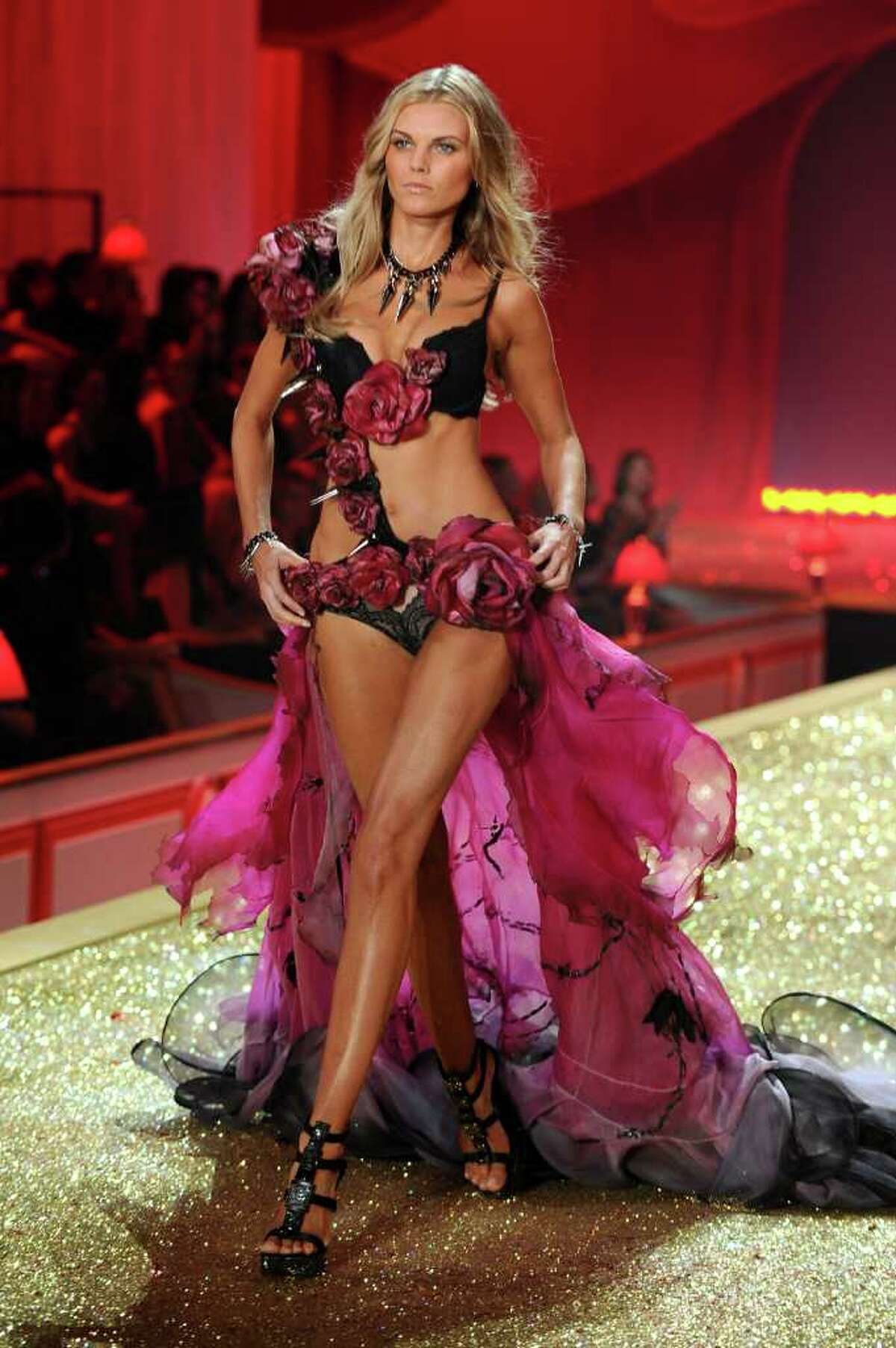 NEW YORK - NOVEMBER 10: Model Maryna Linchuk walks the runway during the 2010 Victoria's Secret Fashion Show at the Lexington Avenue Armory on November 10, 2010 in New York City. (Photo by Theo Wargo/Getty Images) *** Local Caption *** Maryna Linchuk