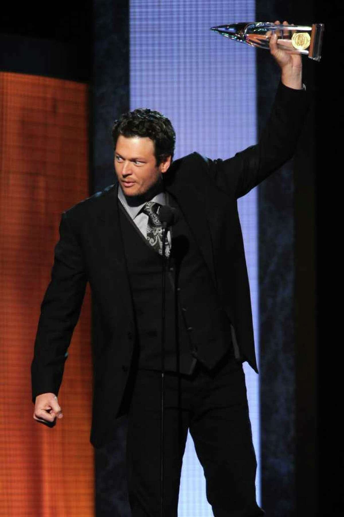 NASHVILLE, TN - NOVEMBER 10: Musician Blake Shelton accepts award for Male Vocalist of the Year at the 44th Annual CMA Awards at the Bridgestone Arena on November 10, 2010 in Nashville, Tennessee. (Photo by Rick Diamond/Getty Images) *** Local Caption *** Blake Shelton