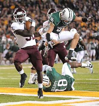 Texas A&M running back Cyrus Gray (32) scores a touchdown in the first half against Baylor.