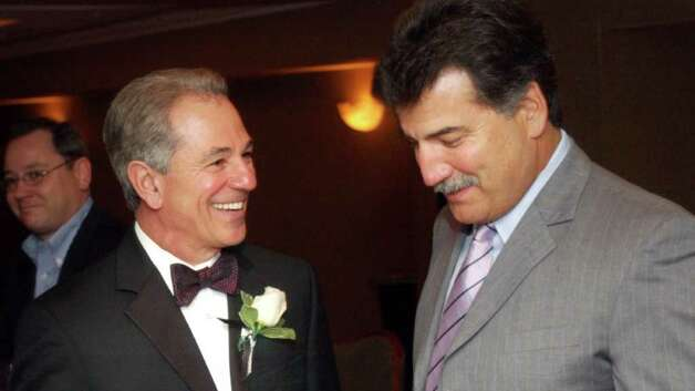 Bobby Valentine talks with former Met Keith Hernandez during the Mickey Lione Jr. Scholarship Fund benefit at the Stamford Marriott in 2004. Photo: File Photo / Stamford Advocate File Photo
