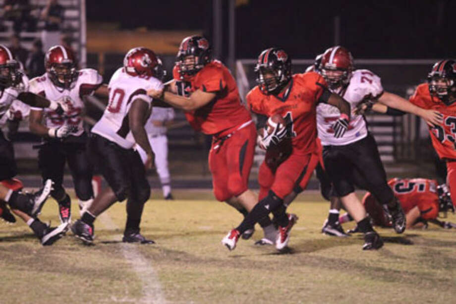 Kirbyville LeFrederick Ford breaks into open field.