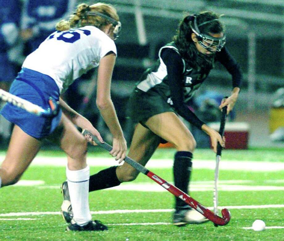 SPECTRUM/Kaitlyn Palumbo of New Milford High School field hockey competes vs. Glastonbury during at state class 'L' semifinal tournament game at Watertown High School, Nov. 16, 2010. Photo: Chris Ware / The News-Times