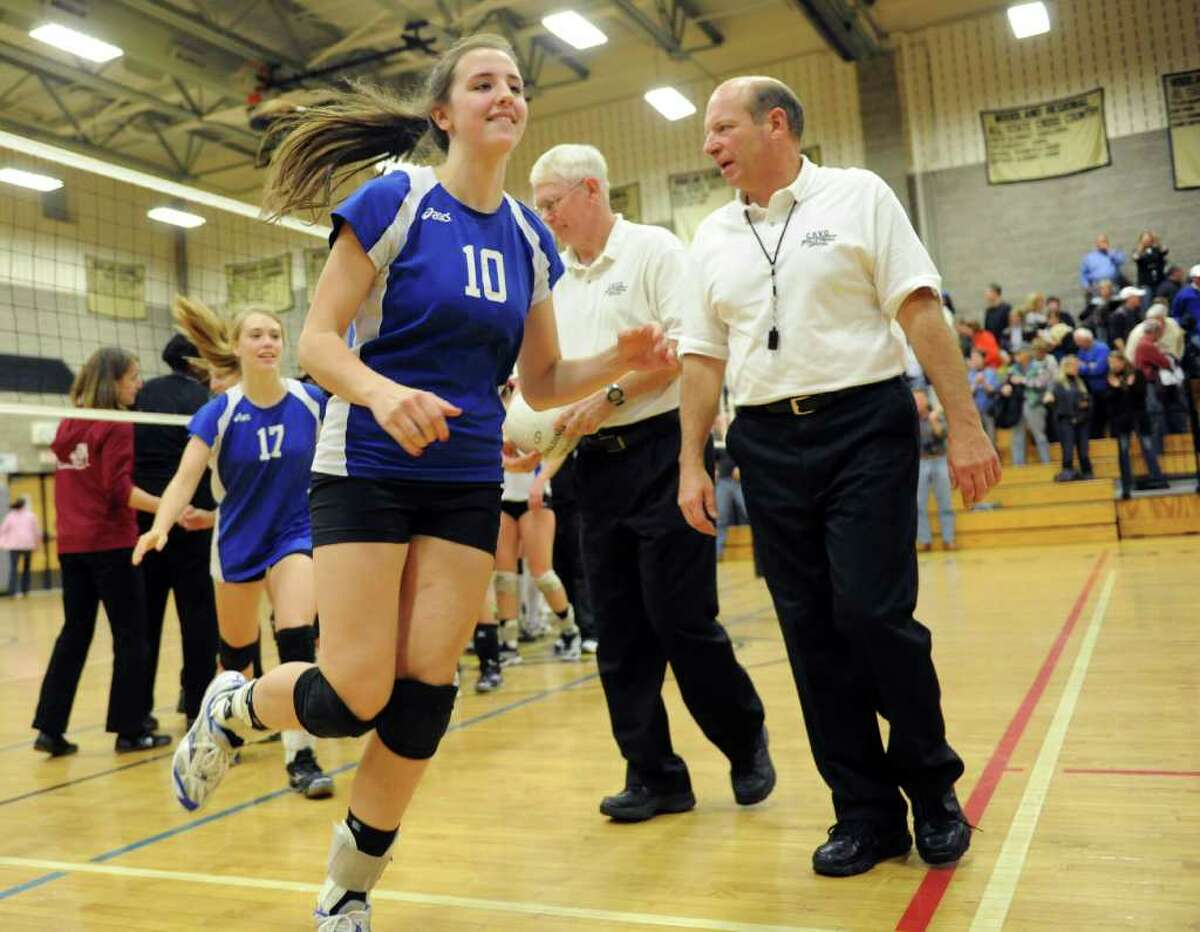 The Girls Volleyball State Tournament Class L Semifinal game between Darien and Farmington at Woodland High School on Thursday, November 18, 2010.