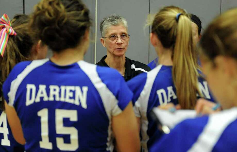 The Girls Volleyball State Tournament Class L Semifinal game between Darien and Farmington at Woodland High School on Thursday, November 18, 2010. Photo: Lindsay Niegelberg / Connecticut Post