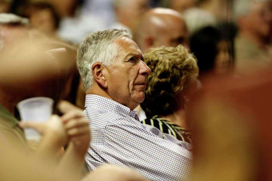 Drayton McLane has been entertaining the idea of selling the Astros on and off for at least the last couple of years. Johnny Hanson/Houston Chronicle Photo: Johnny Hanson, Staff / Houston Chronicle