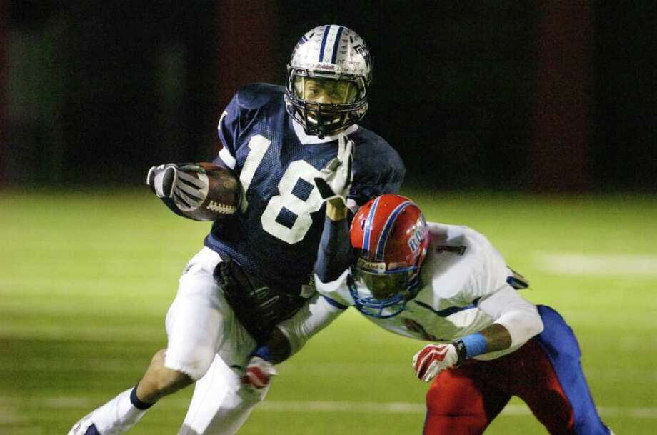 West Orange-Stark wide receiver Mark Roberts picks up yardage on a reception in the first half against Brookshire Royal at Woodforest Bank Stadium in Shenandoah, TX. Friday, November 19, 2010.  Valentino Mauricio/The Enterprise Photo: Valentino Mauricio / Beaumont