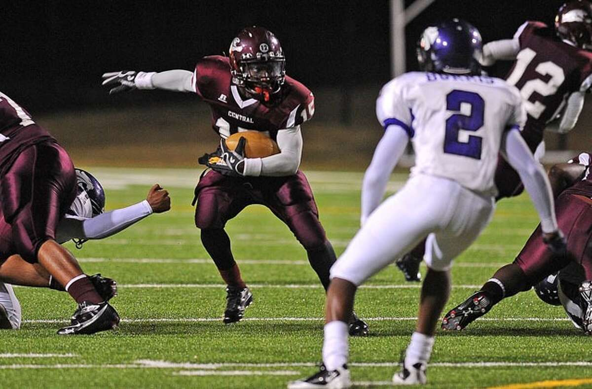 Central's Damon Heard runs against Humble during the second round of playoffs at BISD's stadium on Friday. Guiseppe Barranco/The Enterprise