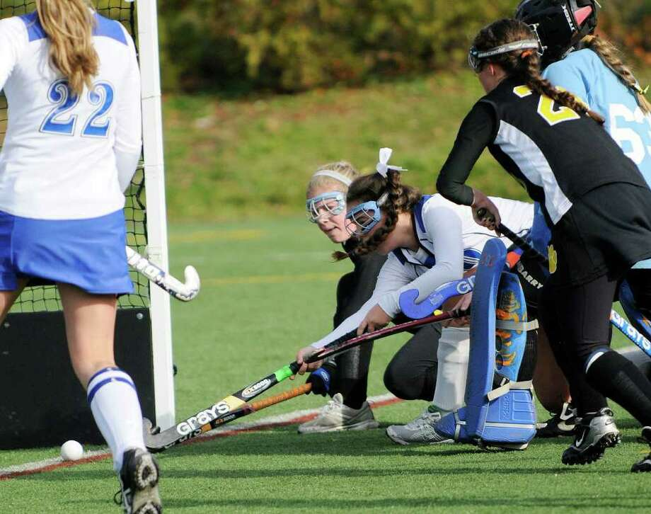Darien's Leslie Gill #20 stretches to  make a first half goal as Darien High School wins against Daniel Hand High School for the Class M field hockey state tournament at Wethersfield High School in Wethersfield, CT on Saturday November 20, 2010. Photo: Shelley Cryan / Shelley Cryan freelance; Stamford Advocate Freelance
