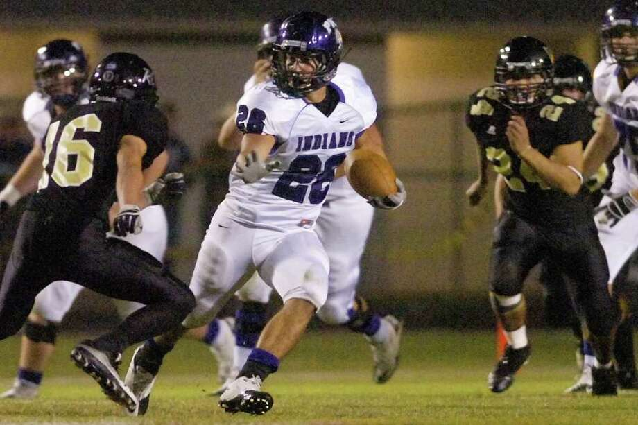 PN-G running back Chase Bertrand, center, rushes against Vidor in the first half of their matchup at Vidor on Friday. Valentino Mauricio/The Enterprise Photo: Valentino Mauricio / Beaumont