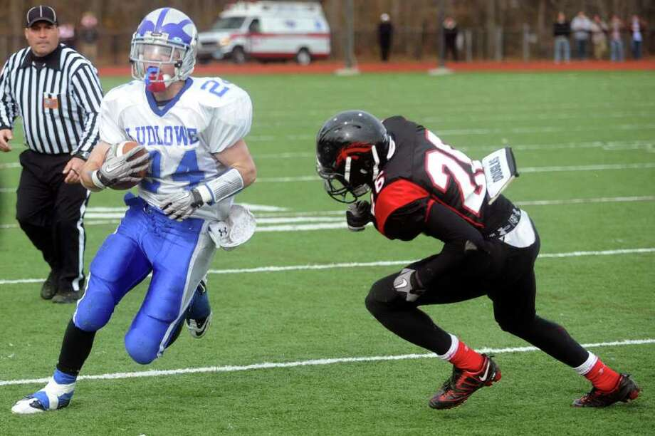 Fairfield Ludlowe's Nathan Ryan carries the ball during Thursday's Thanksgiving Day game at Fairfield Warde High School on November 25, 2010. Photo: Lindsay Niegelberg / Connecticut Post