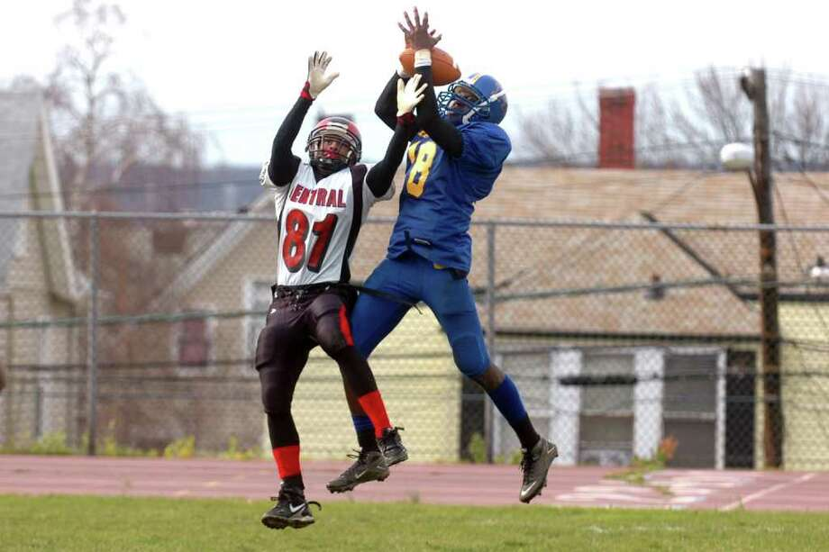 Central High School vs. Harding High School football at Hedges Field in Bridgeport, Conn. on Thanksgiving Day, Nov. 25th, 2010. Photo: Ned Gerard / Connecticut Post