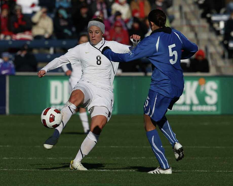 BRIDGEVIEW, IL - NOVEMBER 27: Amy Rodriguez #8 of the United States passes the ball around Elisabetta Tona #5 of Italy during a Women's World Cup Qualifying match at Toyota Park on November 27, 2010 in Bridgeview, Illinois. (Photo by Jonathan Daniel/Getty Images) *** Local Caption *** Amy Rodiguez;Elisabetta Tona Photo: Jonathan Daniel, Getty Images / 2010 Getty Images