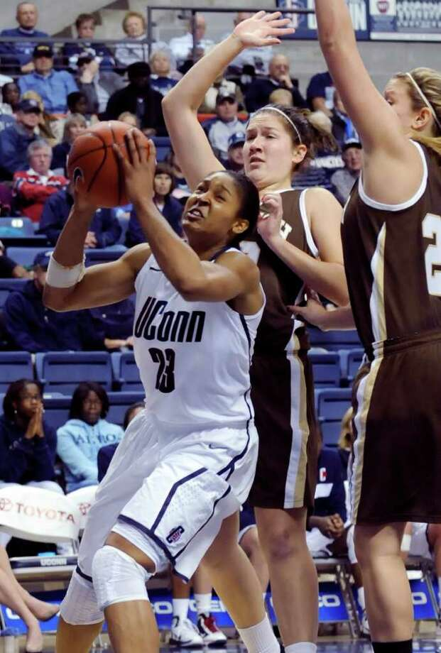 Connecticut's Maya Moore looks to shoot as Lehigh's Kelly Peterson, center, and Emily Gratch, right, defend during the second half of an NCAA college basketball game at Storrs, Conn., Saturday, Nov. 27, 2010. Connecticut won 81-38.  (AP Photo/Bob Child) Photo: Bob Child, ASSOCIATED PRESS / FRE 170410 AP