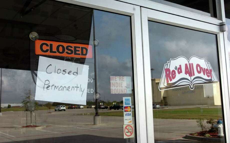 "Red All Over Books in Port Arthur has a hand-painted sign on it that says ""Closed Permanently."" Pete Churton/The Enterprise Photo: Pete Churton"