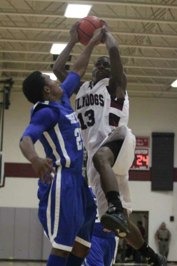 Jasper vs. Shepherd Photo: Jason Dunn