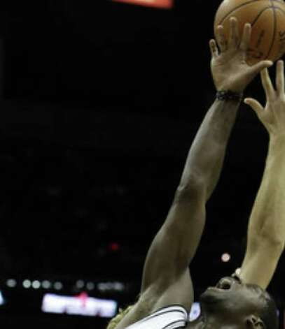 Spurs forward Antonio McDyess battles for a rebound during Wednesday night's victory over the Mavericks.