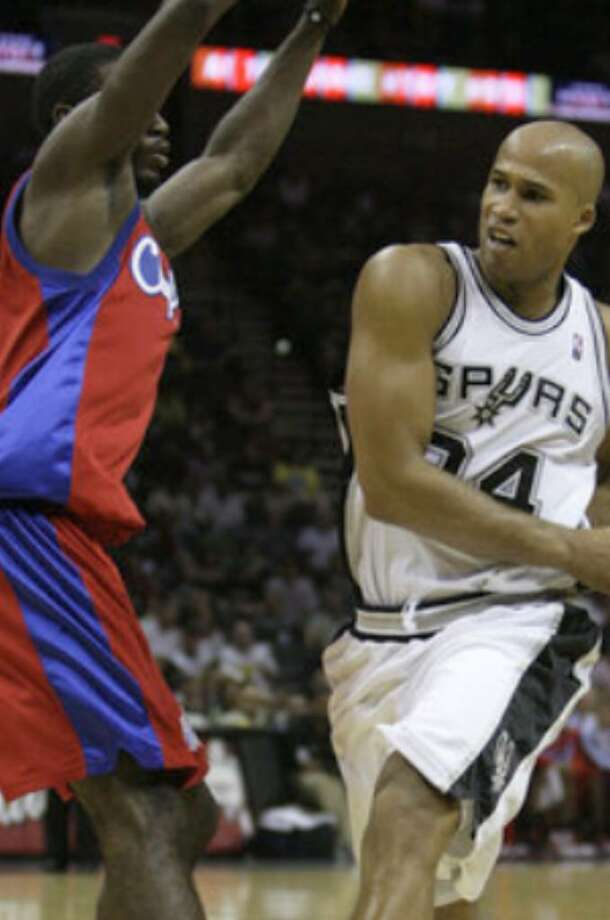 Richard Jefferson, who scored 15 points in 16 minutes, drives past Los Angeles' Kareem Rush.
