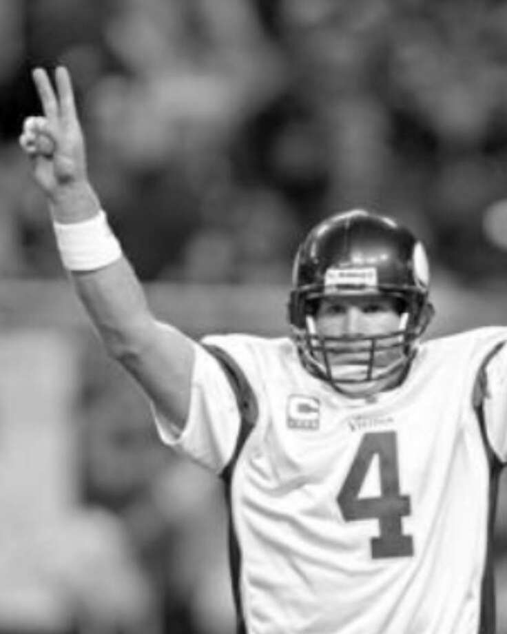 Minnesota Vikings quarterback Brett Favre returns to Lambeau Field on Sunday. How will Green Bay welcome him back?
