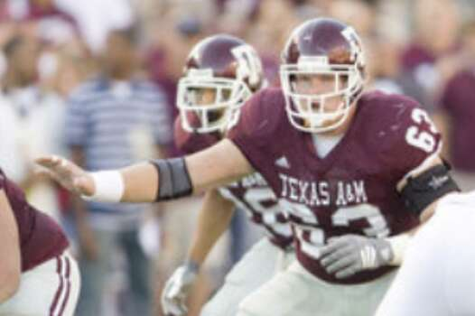 Texas A&M center Kevin Matthews, shown against Oklahoma in 2008, is the son of Pro Football Hall of Famer Bruce Matthews.