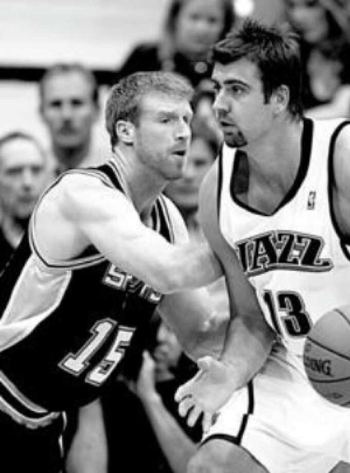 Spurs center Matt Bonner (left) guards Utah Jazz center Mehmet Okur down low during Thursday's late game.