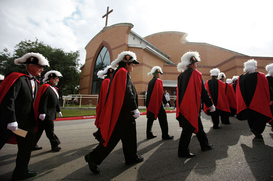 Members of the Fourth Degree Knights of Columbus march toward the sanctuary for the installation of Archbishop Gustavo Garcia-Siller at St. Mark The Evangelist Church on Tuesday, Nov. 23, 2010. / kmhui@express-news.net