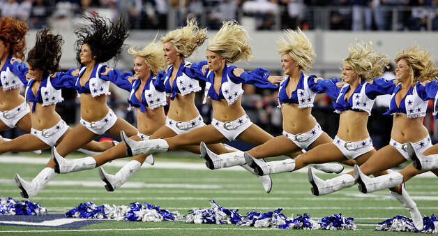 Tthe Dallas Cowboys Cheerleaders perform. / eaornelas@express-news.net