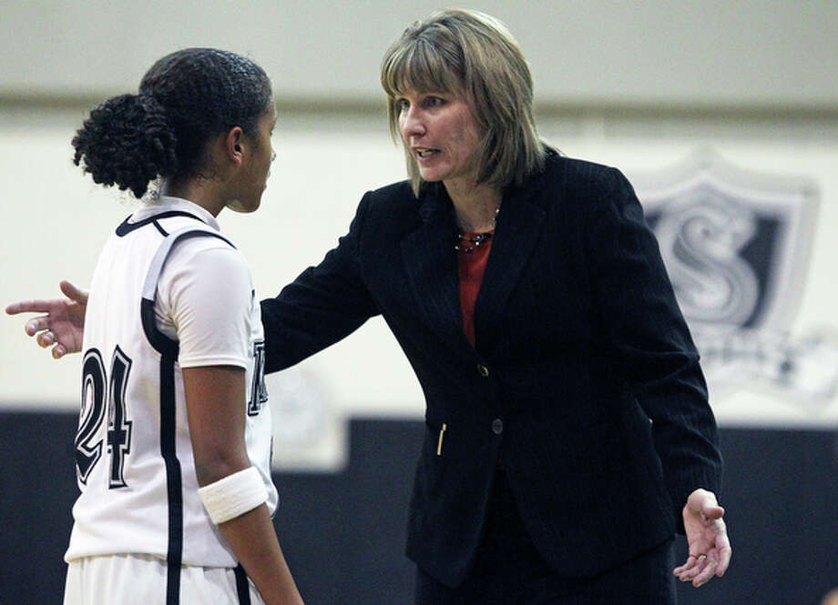 Steele's Elena Gumbs gets some sideline instruction from coach Kari Wallace. / © 2010 San Antonio Express-News