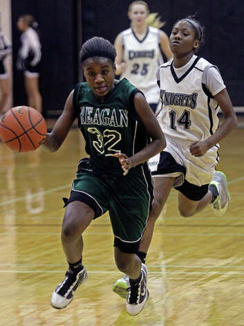Moriah Mack cruises on a run away for Reagan. / © 2010 San Antonio Express-News