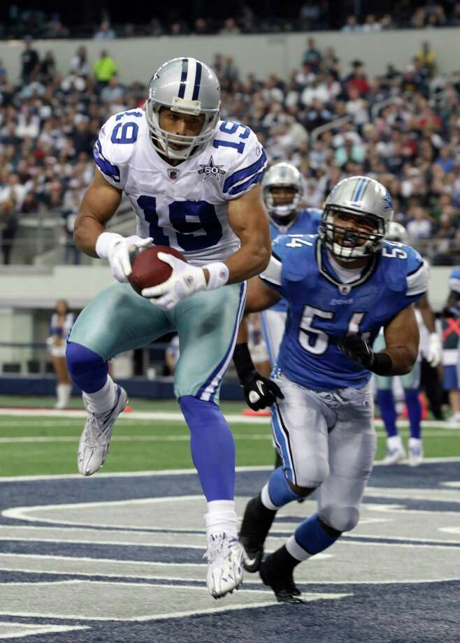 Dallas Cowboys wide receiver Miles Austin (19) comes down with a touchdown reception in front of Detroit Lions linebacker DeAndre Levy (54) in the second half of an NFL football game Sunday, Nov. 21, 2010, in Arlington. The Cowboys Photo: Sharon Ellman, AP / FR170032 AP