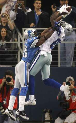 Dallas Cowboys wide receiver Dez Bryant (88) catches a pass for a touchdown against Detroit Lions cornerback Chris Houston (23) during the first quarter. / Dallas Morning News